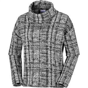 Columbia Women's Chillin Fleece Pullover - Black Plaid Print