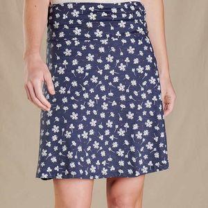 Fjallraven Women's Chaka Skirt - True Navy Tossed Floral Print