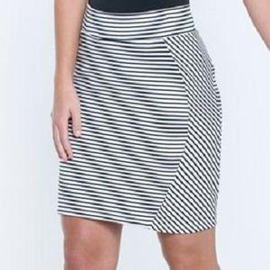 Toad & Co Women's Transita Skirt 17.5 Inch - Black Stripe